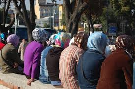 Women ready to go into Istanbul mosque